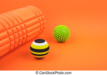 mousse, masage, points, cahoteux, deux, rouleau, myofascial, sortie, détente, arrière-plan., ensemble, balles, orange, sur