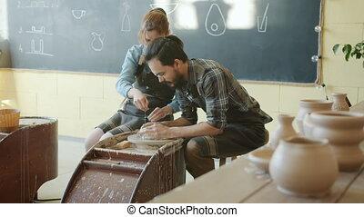 mouvement, confection, lent, femme, homme, rotation, poterie, pot, roue, atelier