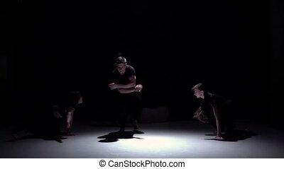 mouvement, danse lente, danseurs, contemporain, quatre, début, gracieux, noir, ombre