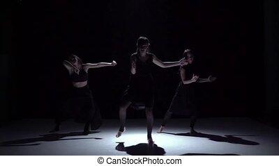 mouvement, danse lente, danseurs, trois, contemporain, sombre, continuer, noir, gracieux, ombre