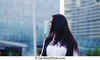 mouvement, femme affaires, lent, jeune, portrait