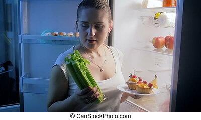mouvement, femme, légumes, jeune, tard, dîner, lent, vidéo, ...