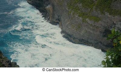 mouvement, indonesia., lent, aérien, sommet, rupture, pierre, océan, exotique, vagues, bali, plage, cliffs., vue