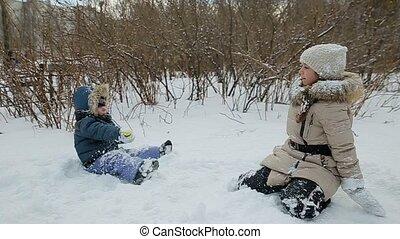 mouvement, lent, enfants, neige, jouer