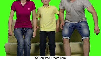 mouvement, lent, famille, séance, screen., divan, quatre, vert, smile.