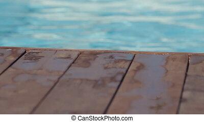 mouvement, lent, plancher, bois, eau, bord, vient, plonge, piscine, homme