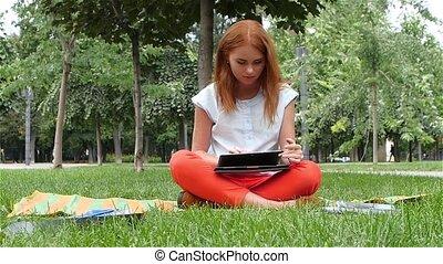 mouvement, ordinateur portable, beau, lent, femme, roux