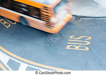 movimento, cidade, obscurecido, estrada, autocarro