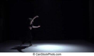 movimento, Lento, Dançar, começa, modernos, contemporâneo, escuro, dançarino, pretas, menina, Vestido, sombra