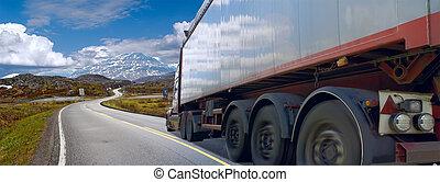 movimiento, de, el, semi- camión, en, camino de la montaña