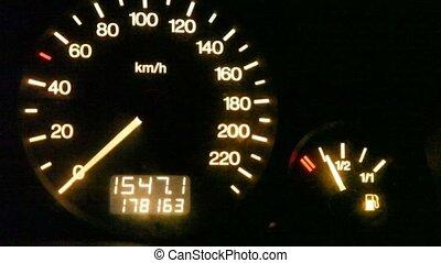 moving pointer of fuel gauge