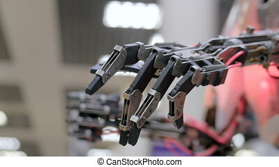 Moving robot hand