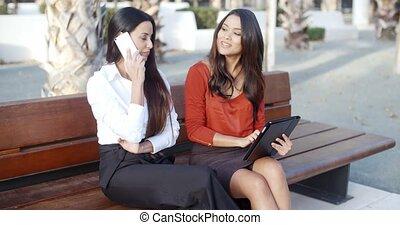 mozgatható, nő, fiatal, beszélgető