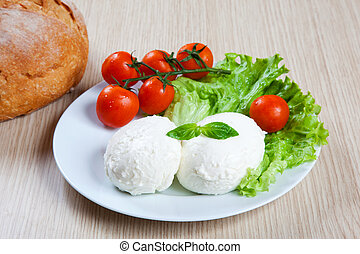 Mozzarella, salad and tomatoes in a dish