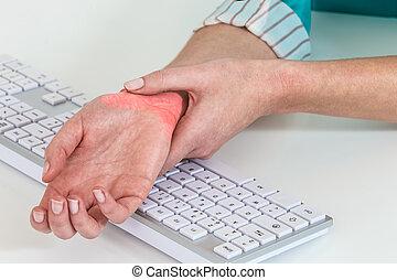 muñeca, dolor, de, trabajando, con, computadora, túnel, síndrome