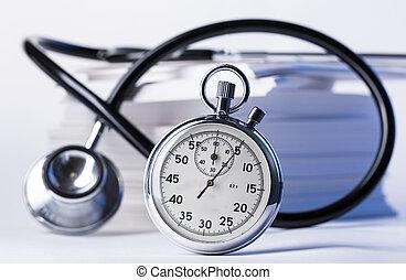 mucchio, di, carta, cartelle, stetoscopio, e, cronometro