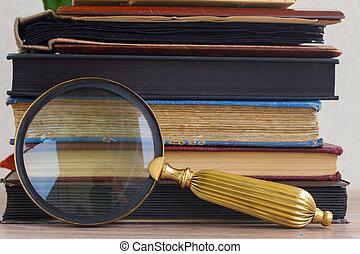 mucchio, libri, vetro, vecchio, dall'aspetto, fiori
