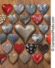 muchos, corazones, en, madera, plano de fondo