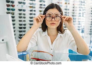 muchos, mismo, tries, hembra, tiempo, comprador, anteojos