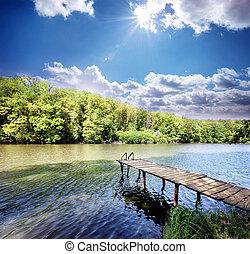 muelle de madera, en, el, lago pequeño