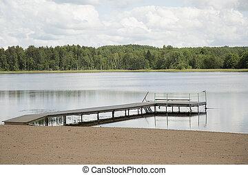 muelle de madera, en, lago