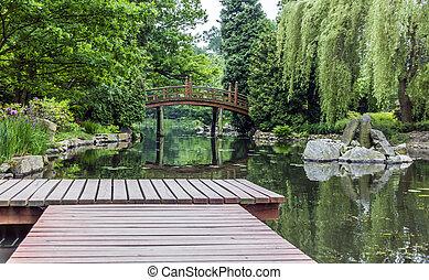 muelle de madera, en, un, jardín japonés