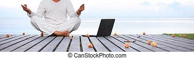 muelle, de madera, ropa, blanco, yoga, computador portatil, hombre meditar