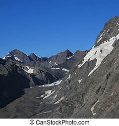 Mueller Glacier and rugged mountains.