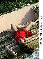 muerto, mujer, en las escaleras