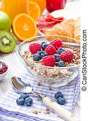 Muesli with fresh fruit
