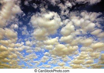 muito, de, nuvens brancas, ligado, um, céu azul