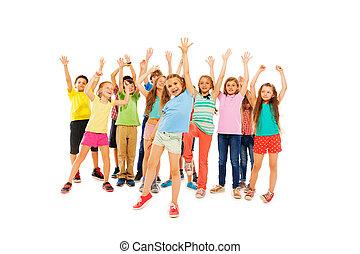 muitos, feliz, crianças, alegria, e, levantar, mãos