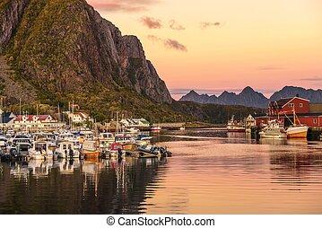 muitos, iates, escorado, em, a, marina, de, svolvaer, ligado, lofoten, ilhas, em, noruega