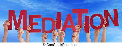 muitos, pessoas, mãos, segurando, vermelho, palavra, mediação, céu azul