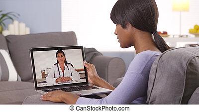 mujer africana, vídeo, charlar, doctor