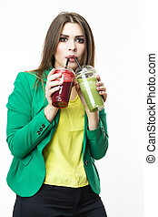 mujer, alimento, posar, ambos, vegetal, encima, smoothie., unpleased, white., sano, facial, bebida, expression., chaqueta verde, rojo, eating., detox
