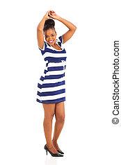 mujer americana africana, bailando