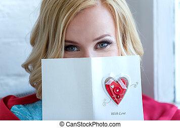 mujer, amor, postcard., cara, primer plano, cubierto, en parte
