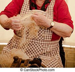 mujer anciana, girar, lana