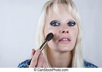 mujer, aplicación de maquillaje