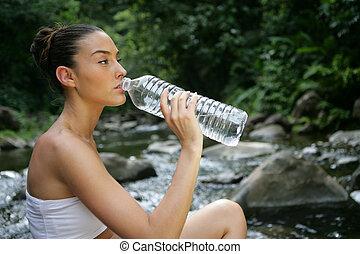 mujer, bebida, fresco, agua primavera