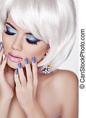 mujer, belleza, foto, clavos, manicured, makeup., pelo, cortocircuito, portrait., rubio, lips., profesional, blanco, moda, style., sensual