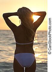 mujer, biquini, ocaso, rubio, playa, vista trasera