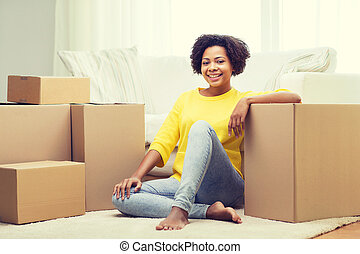 mujer, cajas, africano, hogar, cartón, feliz