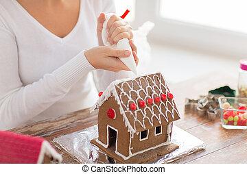 mujer, casa, arriba, pan de jengibre, cierre, fabricación ...