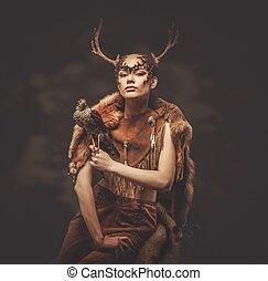 mujer, chamán, en, ritual, prenda, con, halcón