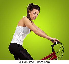 mujer, ciclismo, encima, joven, verde, Plano de fondo, retrato
