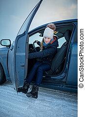 mujer coche, conducción