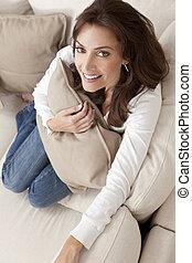 mujer, cojín sofá, hilding, hogar, sonreír feliz