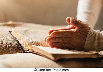 mujer, con, biblia